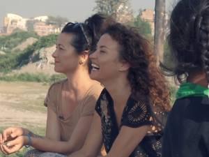 Katja en Birgit in de sloppenwijken van Nepal