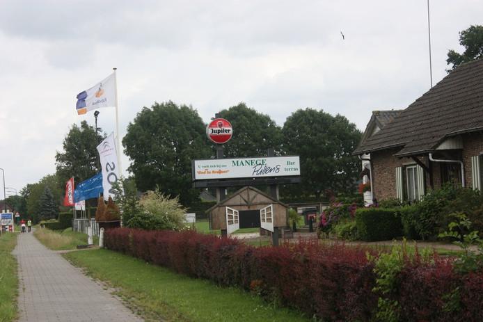 Op zijn eigen terrein aan de Van Haestrechtstraat in Kaatsheuvel wil manegehouder Walter Pullens acht woningen bouwen.