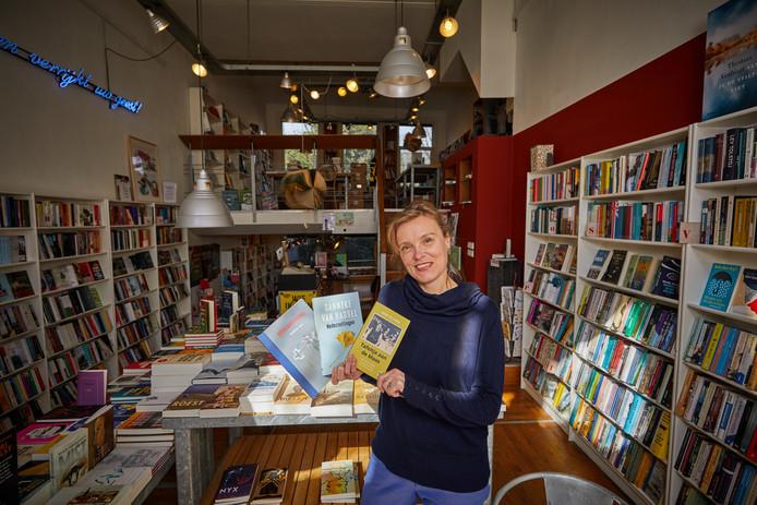 Monique van Oosterhout van boekhandel Van Gennep over haar boeken top 3.