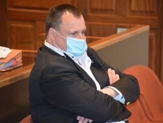 """""""Er zijn zeker 30 vrouwen die me hun kredietkaart geven"""": meesteroplichter Piet Van Haut (52) laat zich in rechtszaal weer van beste kant zien, maar parket vraagt zélf vrijspraak"""