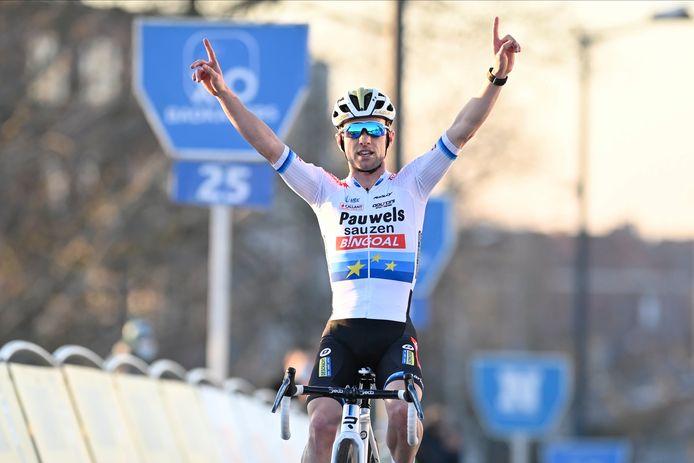 Iserbyt won in Kortrijk voor Van der Haar en Van Aert.