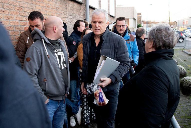 Peter R. de Vries arriveert bij de Bunker. De misdaadverslaggever getuigt opnieuw in het strafproces tegen Willem Holleeder. Beeld anp