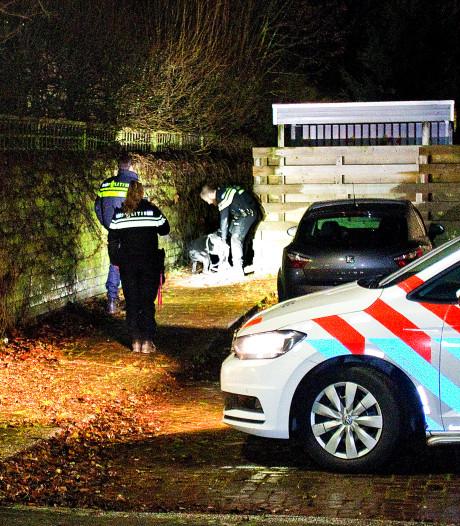 Politie zoekt met hond naar daders van een woningoverval aan Jupiterlaan in Dordrecht