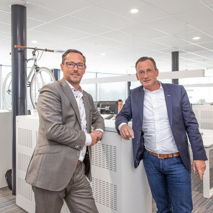 Commercieel directeur Willem-Jan Zwemer en algemeen directeur Ad Dorst (r) van verlichtingsspecialist Maas & Hagoort.