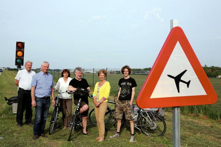 Rudy Dewilde (tweede van links) met enkele leden van de actiegroep.