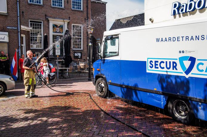 Archieffoto: Eind juni raakten ook al twee mannen opgesloten in hun eigen geldwagen. Toen moest de wagen gekoeld worden in verband met de hitte.
