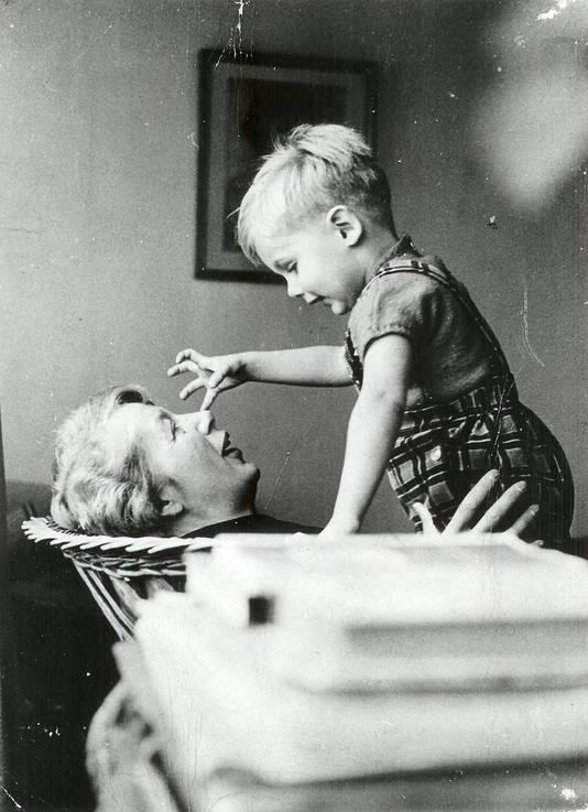 Flip van Duijn en Annie M.G. Schmidt, kinderfoto uit privéarchief
