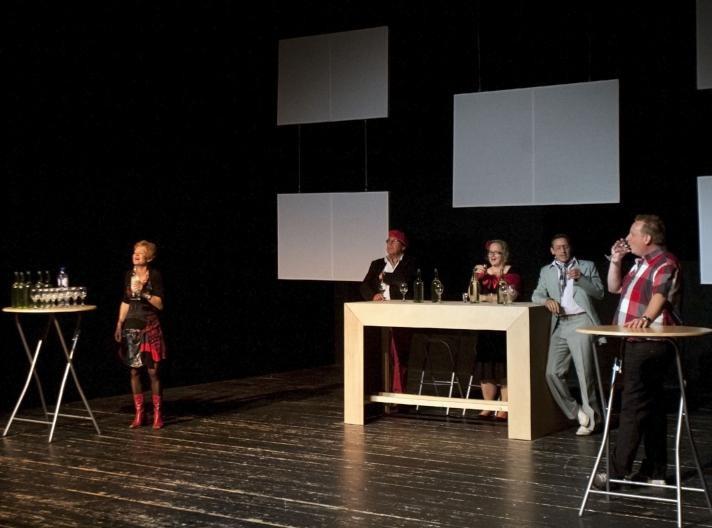 Een scene uit de voorstelling Sterke drank in Oud-Zuid. foto René Manders