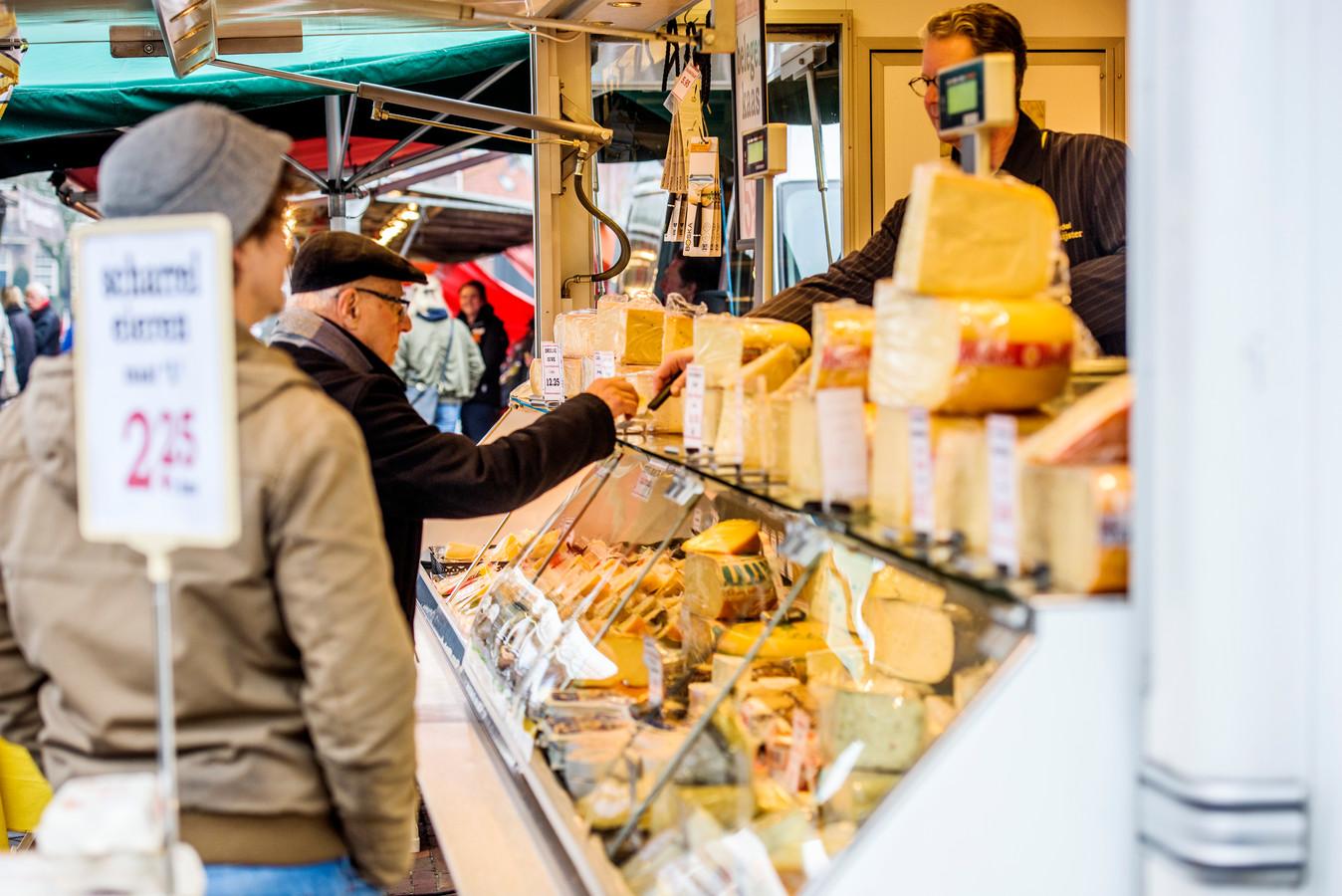 De kaasboer op de weekmarkt.