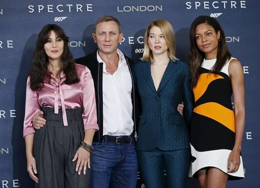 Monica Bellucci, Daniel Craig, Lea Seydoux en Naomie Harris