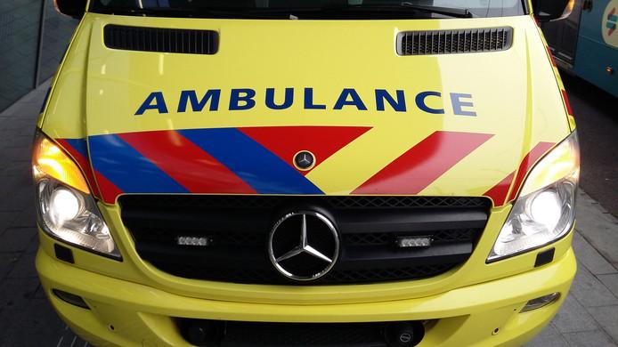 De vrouw die zich in de woning bevond is voor de zekerheid per ambulance naar het ziekenhuis gebracht.