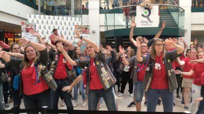 VIDEO. Wim Soutaer trapt nieuwe jaar Jeugd Rode Kruis af met een feestje