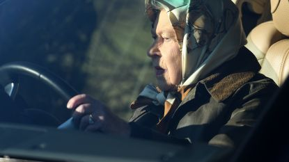 Nu dat nog: Queen Elizabeth betrapt op rijden zonder gordel