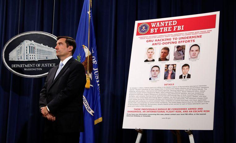 John Demers van het Amerikaanse ministerie van Justitie stelt zeven Russische inlichtingenofficieren in staat van beschuldiging. Washington D.C., 4 oktober, 2018.  Beeld REUTERS