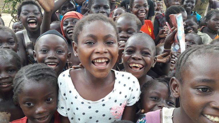 Kinderen nabij het dorp Mondjoku in de Democratische Republiek Congo. Beeld