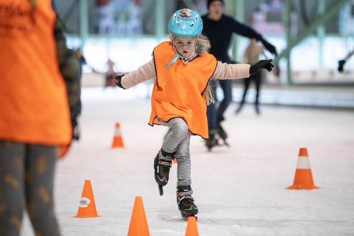Schaatsclinic basisscholen Neede, Noordijk en Rietmolen op ijsbaan Twente.