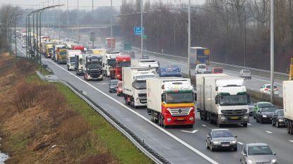 Kettingbotsing met acht auto's op E17 in Deinze: snelweg weer vrijgemaakt, files opgelost