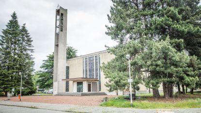 Ook de Heilig Kruiskerk in Sint-Amandsberg staat nu te koop