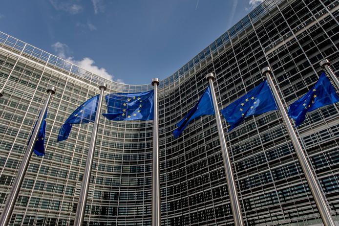 Europese vlaggen voor het Berlaymontgebouw, een belangrijk overheidsgebouw in Brussel. Het is het hoofdkantoor van de Europese Commissie.
