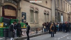 Franse studenten blokkeren ingang scholen
