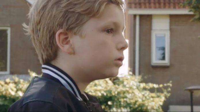 De 9-jarige Timo mag niet naar school.
