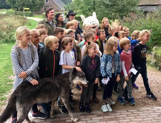 Het gehoor bestond uit jongens en meisjes van groep 6 van de Velpse basisschool De Arnhorst.