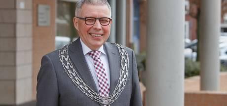Wierdenaren willen 't liefst een kloon van Henk Robben als nieuwe burgemeester