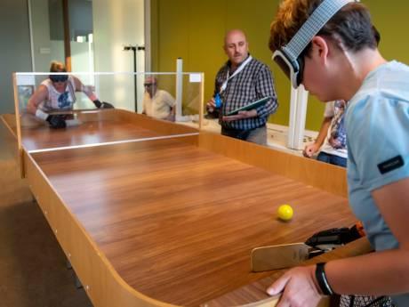 Marthe uit Goirle doet mee aan het NK Showdown: 'een soort Airhockey voor blinden en slechtzienden'