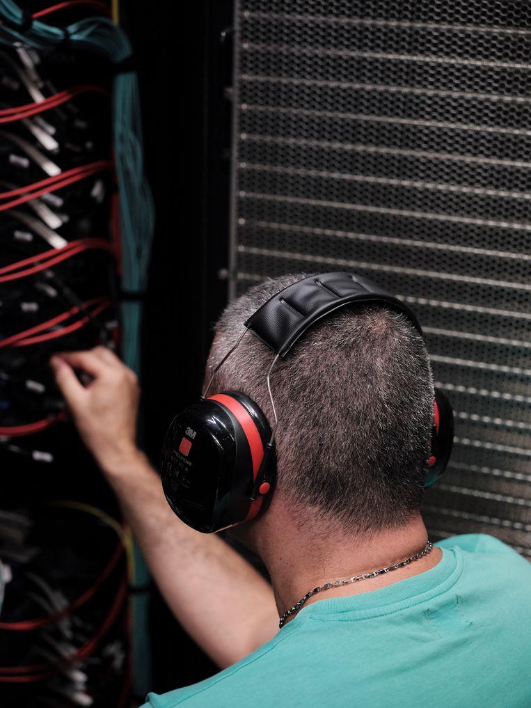 'De grote uitdaging voor computerwetenschappers', zegt adjunct-directeur Martorell, 'is om al die processors tegelijkertijd aan het werk te zetten.'  Beeld Dani Pujalte