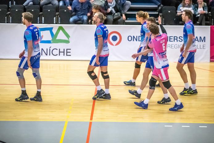 Na 29 jaar in de eredivisie is het Zwolse mannenvolleybal terug bij af, na de degradatie van Topvolleybal Zwolle resteert een team van VC Zwolle in de tweede divisie.