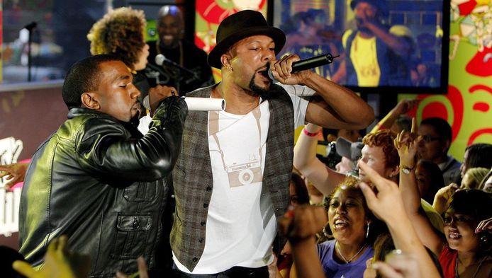 Kanye West en Common, hier samen op het podium.