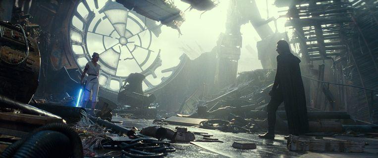 Daisy Ridley is Rey and Adam Driver is Kylo Ren in de nieuwe Star Wars. Beeld K2 - Lucasfilm Ltd.