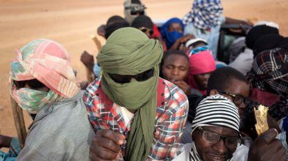 Bijna 600 door Algerije uitgewezen migranten gered in woestijn van Niger