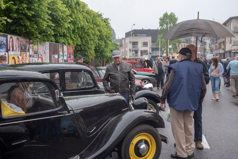 Ondanks de regen veel oldtimers en veel belangstelling op de Doubleyou City Classsics in Wetteren.