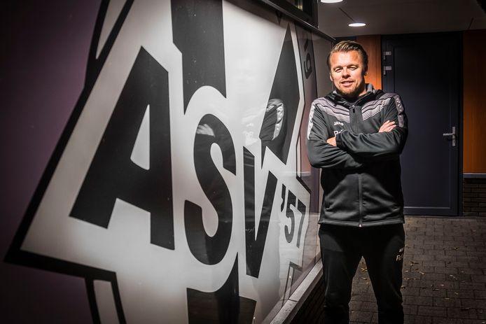 Rene de Visscher stopt na drie jaar hoofdtrainer te zijn geweest.