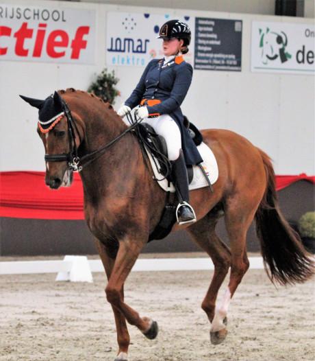 Jeanine Nieuwenhuis en Jasmien de Koeyer zorgen voor Zeeuwse dubbelslag bij NK dressuur