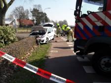 Twee auto's botsen op elkaar in Groesbeek; drie gewonden