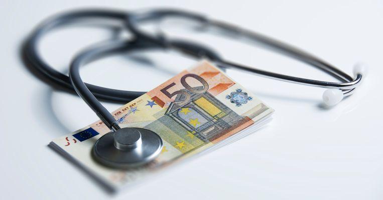 Een stethoscoop op een briefje van vijftig euro.