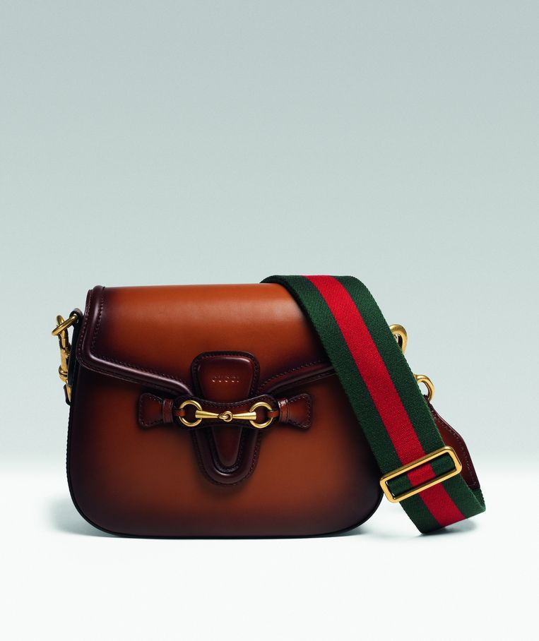 Klassieke leren schoudertas met canvas schouderband van Gucci, € 1.950. gucci.com Beeld null