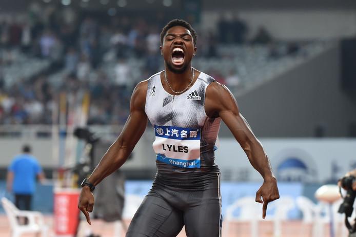 Noah Lyles is uitzinnig van vreugde na zijn indrukwekkende 100 meter in Shanghai.
