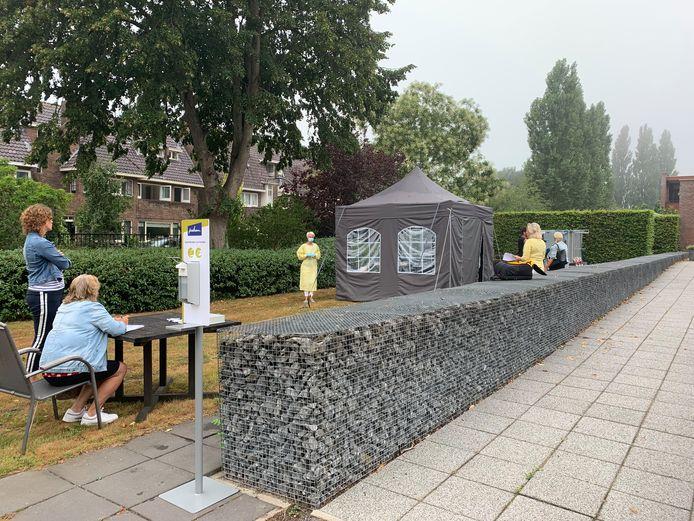 In Kampen is de testfaciliteit van IJsselheem in een tent in de tuin van Myosotis is Kampen.