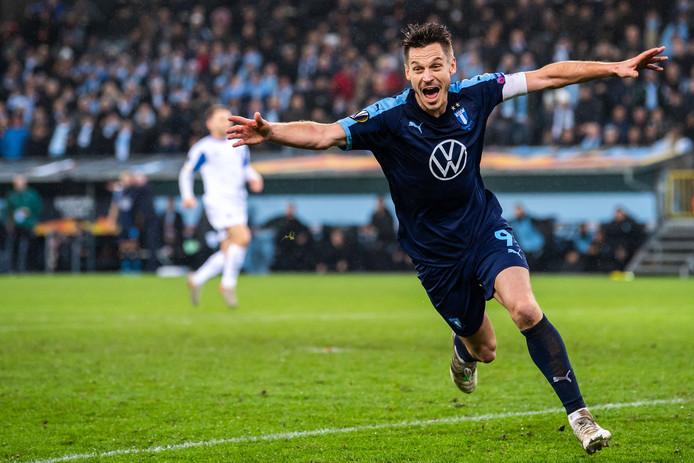 Markus Rosenberg juicht na zijn winnende goal (4-3) namens Malmö tegen Dinamo Kiev op 28 november.