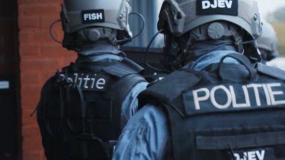 Speciale eenheden op zoek naar 100.000 euro drugsgeld in 'Niveau 4'