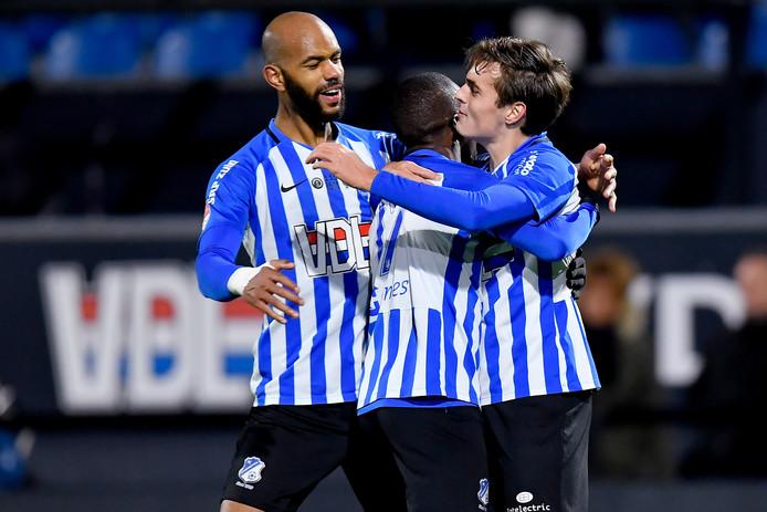 FC Eindhoven viert de 2-0 van Kaj de Rooij (rechts). Het is een goed begin van het jubileumweekeinde.