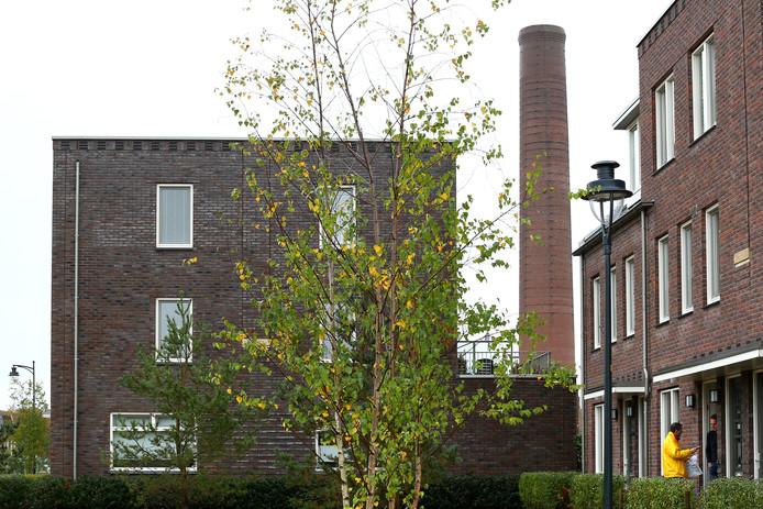 De schoorsteen is het enige tastbare overblijfsel van de voormalige Enka-fabriek in Ede.