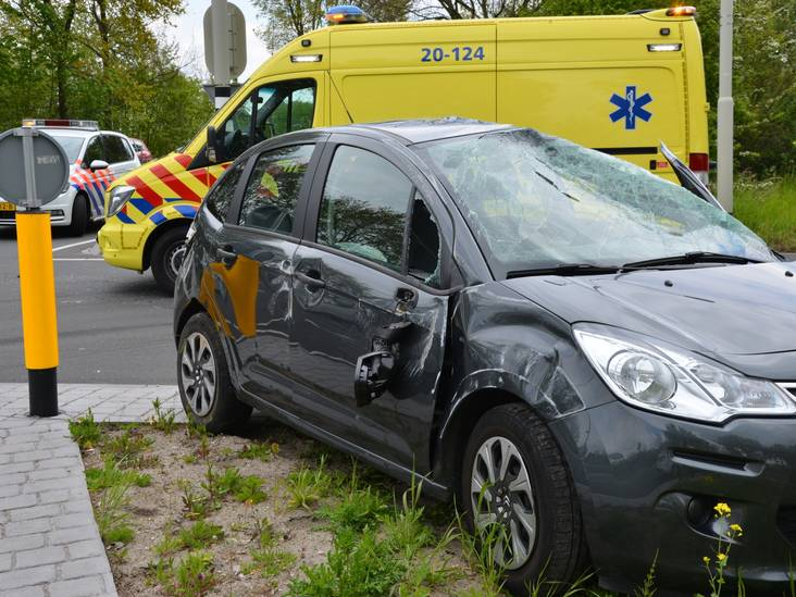 Auto total-loss na ongeluk met busje in Breda