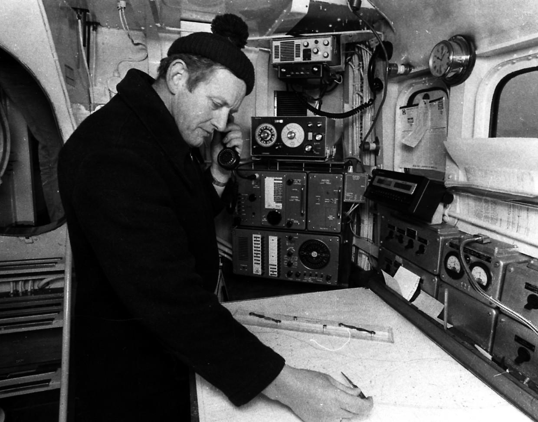 Schipper Jan Pronk op het KNRM-schip de Bernard van Leer. Beeld