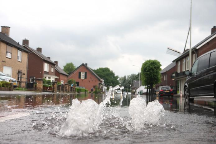 In Deurne stonden veel straten blank na de overvloedige regenval.