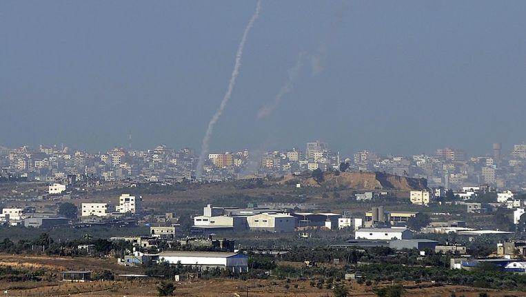 De raketten vliegen letterlijk door de lucht in Gaza.