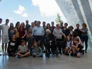 À 92 ans, elle rencontre les descendants de ceux qu'elle a sauvés de la Shoah